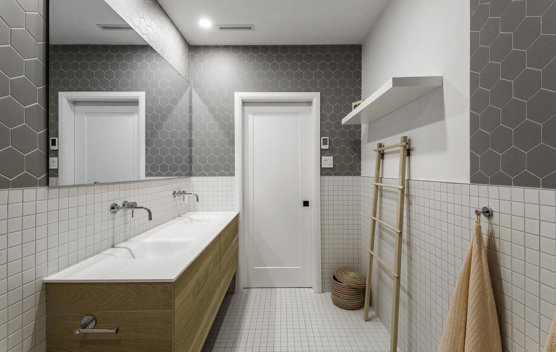 Vanité salle de bain enfants, chêne blanc huilé